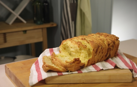 EP 5 -Tear & share French savoury bread
